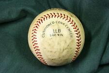 Bola de Béisbol blanca antigua. Old white baseball ball.