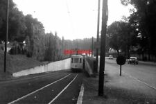 PHOTO  BELGIUM TRAM 1958 BRUXELLES-BRUSSEL  N CLASS TRAM  CAR EMERGING FROM HEYS