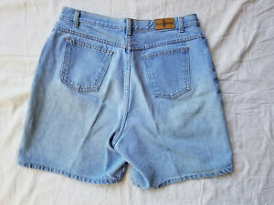 Vintage Hunt Club Women's Light Wash MOM Jeans Shorts Size 18 EUC High Waist