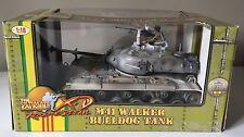 21st CENTURY TOYS 1:18 Ultimate Soldier M41 WALKER BULLDOG TANK Vietnam ~ in buonissima condizione
