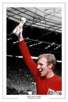 BOBBY MOORE ENGLAND WORLD CUP 1966 SIGNED AUTOGRAPH PHOTO PRINT