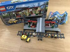 LEGO City 60050 Train Station Set 100% COMPLET 4 Extra minifigs * retraité