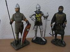 Lot de 3 figurines chevaliers en résine