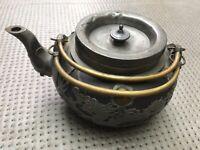 theiere en terre cuite de Yixing et monture en étain ajouré de dragons chine