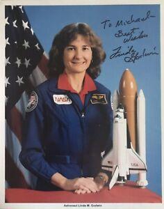 LINDA GODWIN Signed Official NASA 8x10 Photo…SHUTTLE ASTRONAUT