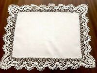 VINTAGE WHITE LINEN NEEDLEWORK LACE TABLE CENTRE CLOTH  20X16 INCHES