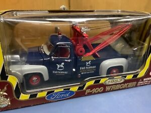 Welly 1/18 1956 Ford F-100 Tow Truck Fao Shwarz towing wrecker