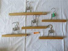 5 x orig. DDR Kleiderbügel Hosenbügel Holz Klemmbügel Holzbügel Bügel Etikett