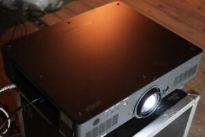 Panasonic PT-DW5000E DLP Konferenz-Beamer Projector 4500 Lumens 2000:1 828h