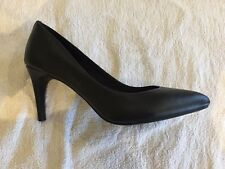 Tu ladies black court shoe size 6 new without tags