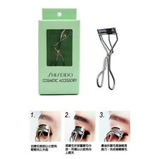 F237 Shiseido Classic Eyelash Curler With One Refill Pad