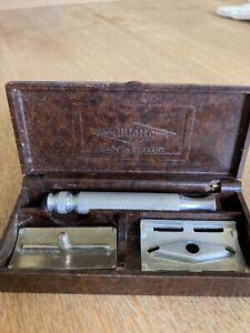 Vintage Gillette Razor in Bakelite Case