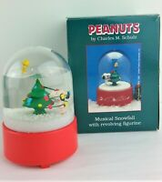 Peanuts Snoopy w Woodstock Willitts Snow Globe Christmas Musical in Box Vtg
