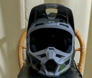 Fox Racing Youth V1 PRZM Helmet Camo Youth Large 51-52 CM DOT ECE