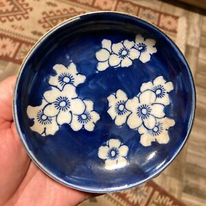 A CHINESE BLUE AND WHITE HAND PAINTED SMALL PORCELAIN OLD PLATE COLLECTION CHINA