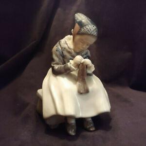 Amager Girl Knitting Lotte Benter Royal Copenhagen Denmark #1314