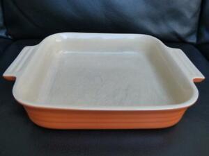 Le Creuset 22cm Square ceramic baking dish bowl in Orange