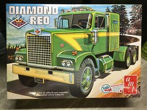 AMT 1/25 scale Diamond Reo conventional model truck kit
