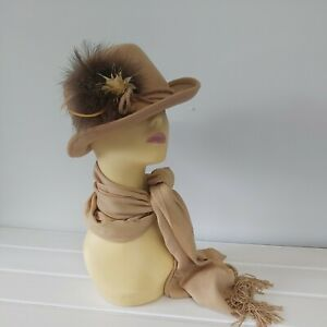 Vintage 70s Ladies Country Hat farmer fashion wool cottage countryside  feather