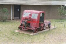 PHOTO  2004 AUSTRALIA  BROKEN HILL PLINTHED MOTOR DRASINE