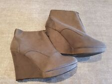 New Look size 7 (40) grey faux suede front zip wedge heel ankle boots
