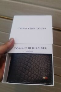 New Tommy Hilfiger Black Bifold Textured Leather Wallet With Gift Box