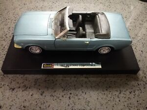 1/18 REVELL 1965 FORD MUSTANG CONVERTIBLE BLUE - USED