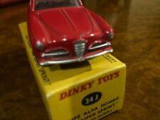 Véhicules miniatures Dinky d'Alfa Romeo