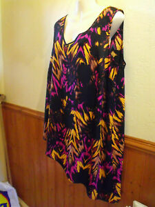 BRAND NEW BLACK ABSTRACT MATALAN ROGERS & ROGERS SLEEVELESS TOP - SIZE 22