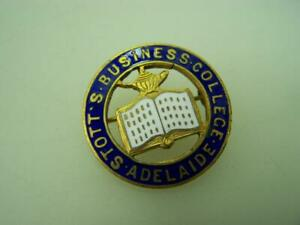 Vintage pin back badge Stott's Business College - Adelaide                  2024