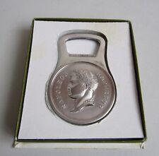 Orfèvrerie. Christofle. Décapsuleur Napoléon en métal argenté, XXe siècle