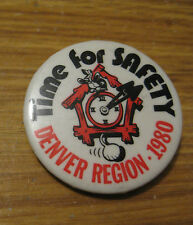 VINTAGE 1980 DENVER REGION RAILWAY RAILROAD SAFETY FIRST PIN