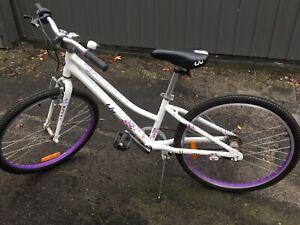 Girls Giant veer 3 Speed Liv Bike 24 Inch