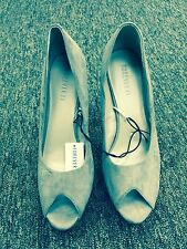 Forever 21 ladies stiletto shoes size 10  fabric taupe color