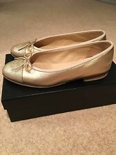 Gold CHANEL flats en taille 37