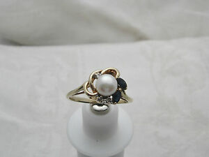 10K YELLOW GOLD PEARL AND SAPPHIRE AND 3 DIAMOND RING SIZE 8  N96-Z