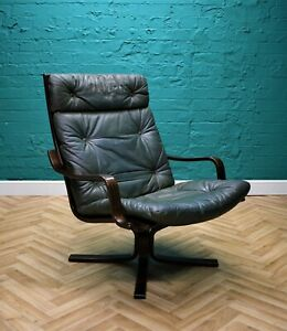 Mid Century Retro Danish Buttoned Green Leather Bentwood lounge Armchair 1970s