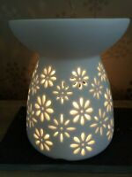 Wax Melt Warmer/Oil Burner Ceramic Daisy Design + FREE WAX MELT POT