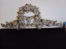jolie fronton en bois sculpté de grosses fleurs 19 ème