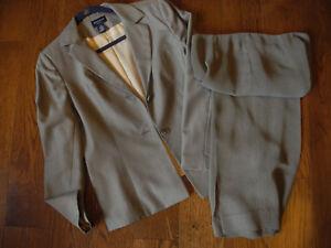 Ann Taylor 2 pc pant suit blazer 10 P and pants 8 P