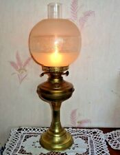 ANTIQUE DBL WICK  BRASS  OIL LAMP + CHIMNEY & ETCHED GLASS GLOBE SHADE WORKING