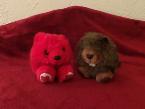 Lot 2 Vintage Swibco Puffkins KISSES Red Christmas Bear & CHOMPER the BEAVER *