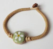 Armband mit Keramik Perle Stein Blüte Ethno Folklore hellgrün weiß natur beige