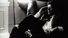 "John Fitzgerald Kennedy Sitting Under Lamp White House - 17""x22"" Art Print-00158"