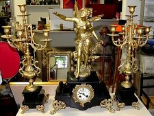 Horloge pendule en regule et paire de candelabre régule feuille or - moreau ?