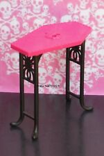 Monster High CREEPATERIA Pink and Black Coffin Table