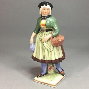 Nymphenburg - Figur - Bäuerin Trachtenfigur - H: ca. 14 cm - Blindstempel