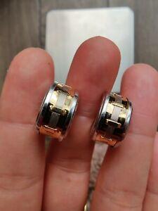 18ct gold hoop earrings.