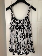Papaya Holiday Black & White Aztec Pattern Pom Pom Detail Sleeveless Top Sz 10