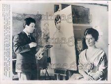 1963 Gina Lollobrigida Sits For Portrait Painting Ilya Glazunov Press Photo